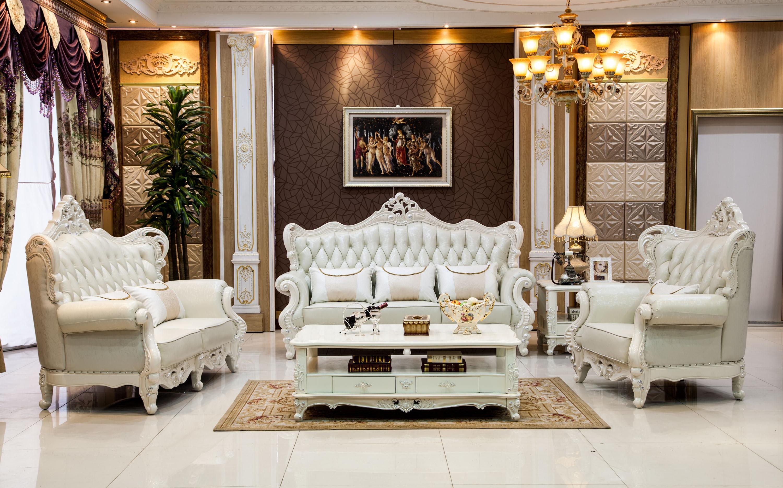布置的时候也注意到了与周围的协调统一,沙发背景墙采用了欧式风格的图片
