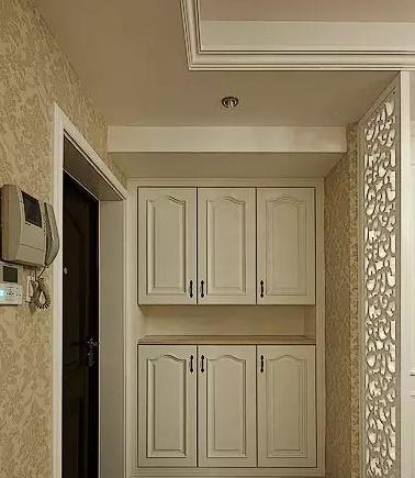 装修攻略 设计 文章    这款鞋柜玄关装修效果图依然采用上下两个橱柜