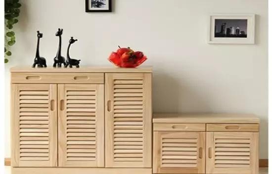 如果说家中卧室跟客厅玄关隔断柜的话,我们可以选择像这张图片里面