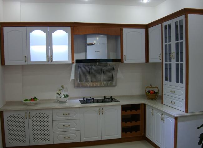 文章    如上图厨房装修效果图的展示,选用的是欧式风格的整体橱柜.