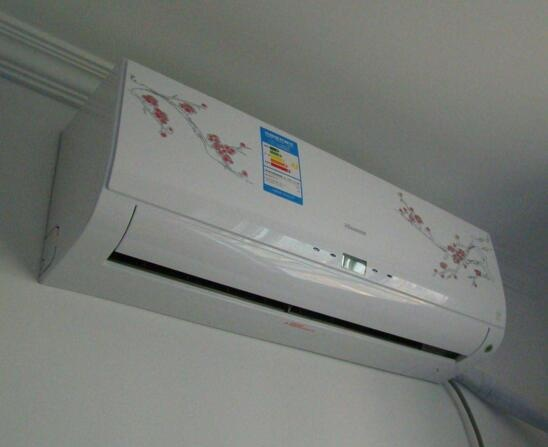 资讯 居家 文章    1,壁挂空调室内机的安装就比较简单了,打开前面板