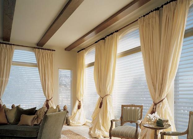 客厅窗帘装饰搭配技巧与注意事项分享