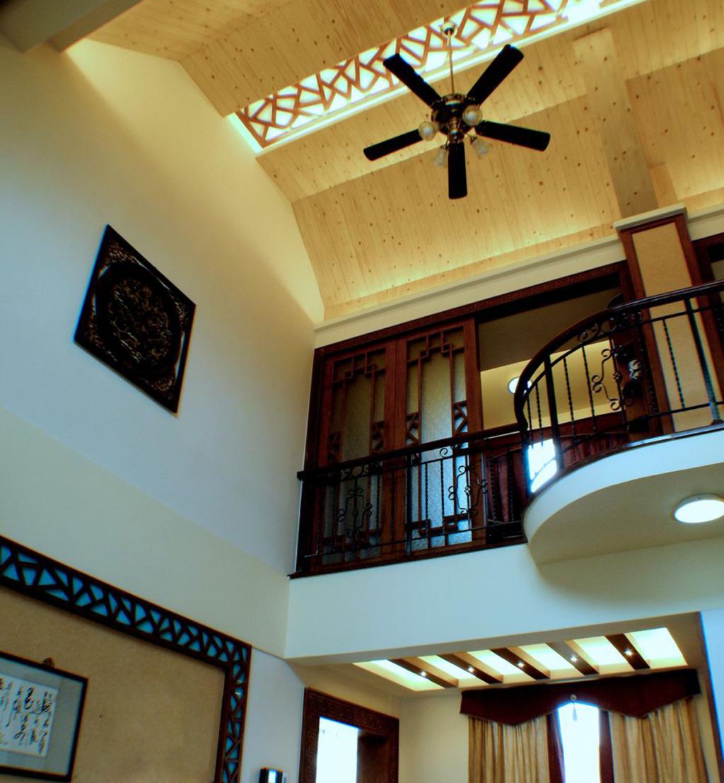 复式楼梯屋顶设计效果图