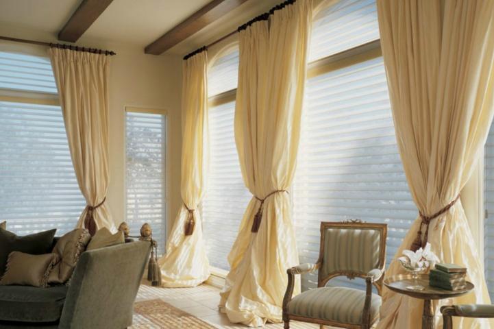 白色客厅搭配窗帘颜色技巧