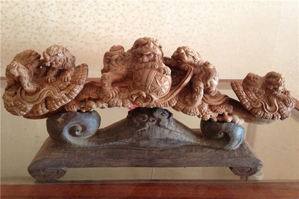 这款手工木雕工艺品,观音威站在水浪之上赤脚薄纱