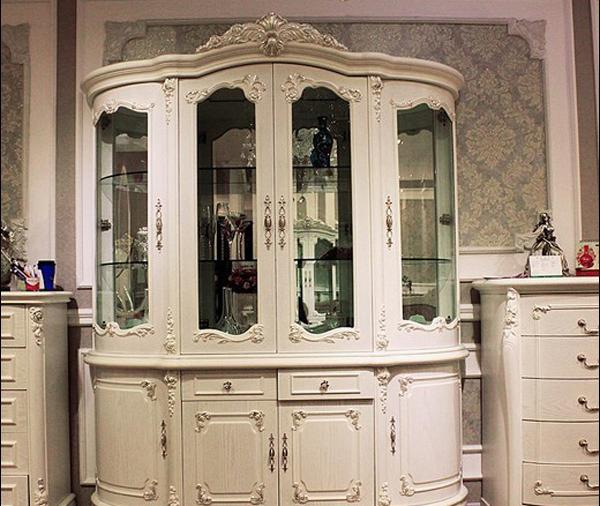 一,装饰功能   田园风格的四门欧式酒柜,独特的波浪形柜门设计给人