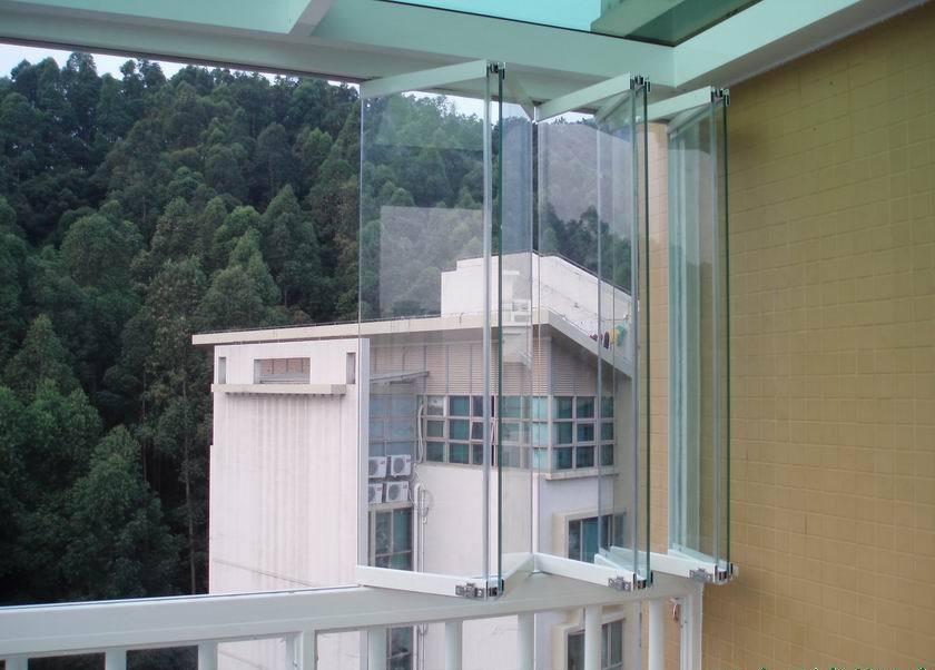 资讯 文章    原理:两轨道,三轨道,四轨道的推拉结构无框窗,多块玻璃