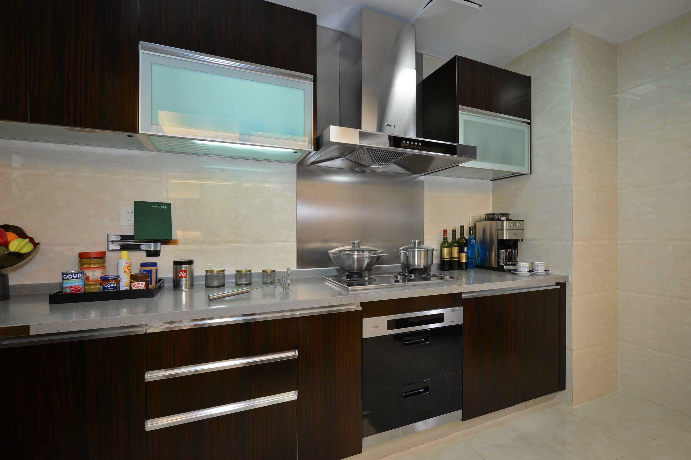 方太厨电现代厨房装修效果图